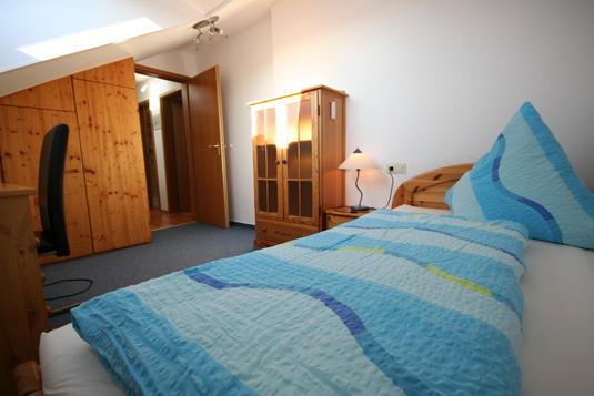 dachwohnung. Black Bedroom Furniture Sets. Home Design Ideas